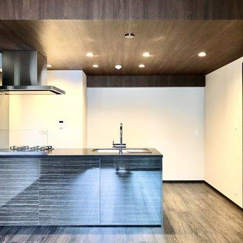 【LDK】開放的なオープンキッチン。
