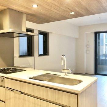 【LDK】空間に馴染む高級感のあるデザインです。※写真は2階の同間取り別部屋のものです