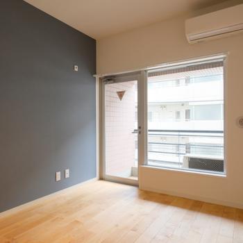【カスタマイズイメージ③】壁の一面に貼るアクセントクロスの色を選べる!1面だけでも抜群の雰囲気に。