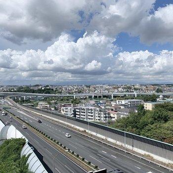 共用部からは東名高速道路が見えます。