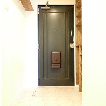 玄関はひろびろです。