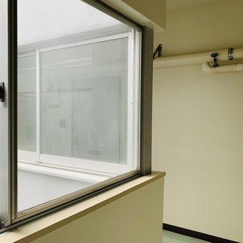 共用部は窓が多めで明るい