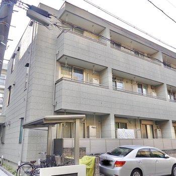 駅から歩いて約3分。マンションの3階がお部屋です。