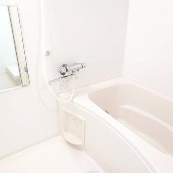 清潔な印象たっぷりのお風呂。追い焚きと浴室乾燥機機能が付いています◎