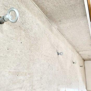 コンクリ壁のフックをどう使おう。