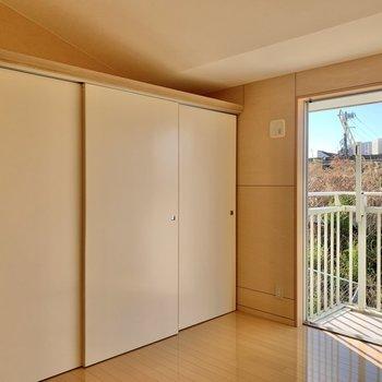 【3階洋室】壁側は収納スペースになっています。※写真は前回募集時のものです