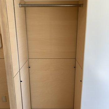 左側の収納。棚を使って整理整頓をしても◎※写真は前回募集時のものです