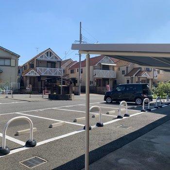 【共用部】駐車場にバイク置き場に駐輪場もございます!