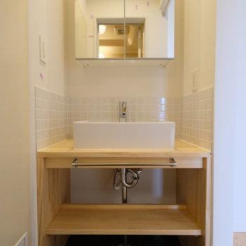 【イメージ】かわいいが詰まった大工さんお手製の洗面台。※天板がグレーのシートが貼られます!