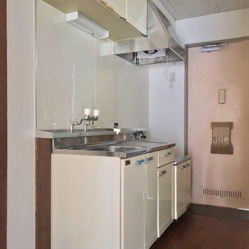 大きなキッチンは嬉しいなあ。シンク側に冷蔵庫を置けます。