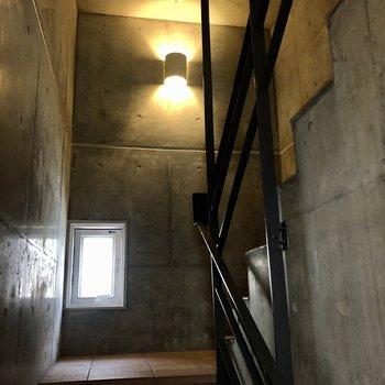 階段部分もかっこいい雰囲気です。