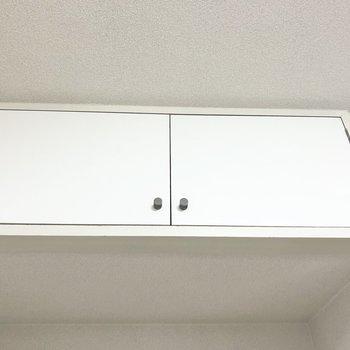 【洋室4.7帖】上部には小さな収納スペースがあります。