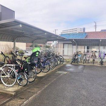 屋根付きの自転車置き場もしっかり完備。