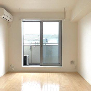 くもりの日でも明るい南向きのお部屋です◎※写真は2階の同間取り別部屋のものです