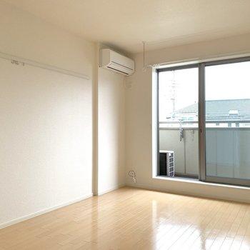 休日はなにをしようかな。※写真は2階の同間取り別部屋のものです