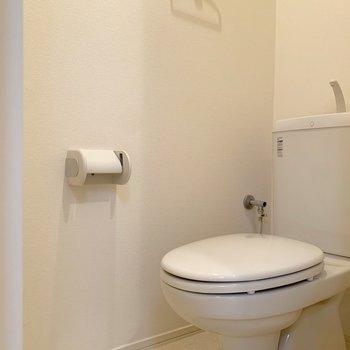 トイレはシンプルに。こまめにお掃除しましょう。※写真は2階の同間取り別部屋のものです
