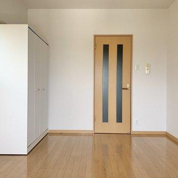 収納は可動式です※写真は6階の同間取り別部屋のものです