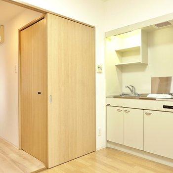 コンパクトに暮らしつつ、上手なお部屋の使い分けと効率的な自炊のできるお部屋!(※写真は4階の反転間取り角部屋のものです)