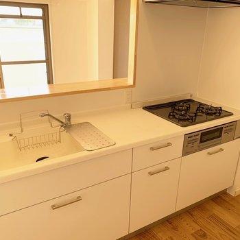 キッチンは人工大理石天板を使用してます!