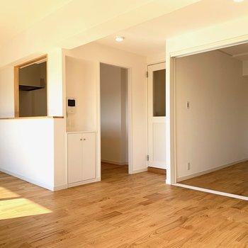 リビング隣の洋室とはスライドドアで仕切れます。