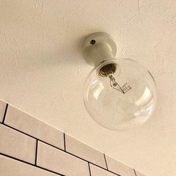 もちろんここにもこの電球・・・♩(※写真は2階の同間取り別部屋のものです)