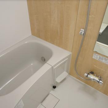 【イメージ】無垢床と合わせて浴室も木目調なんです!