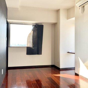 2面採光の明るい部屋!※写真は3階の同間取り別部屋のものです