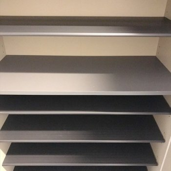 天井までズラリと収納可能なシューズボックス。