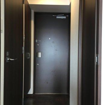 玄関には姿見もついてます◎※写真は13階同間取り・別部屋のものです