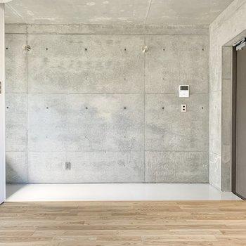 お部屋は玄関から1段高くなっています。