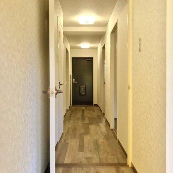 廊下側にも洋室が2部屋あります。