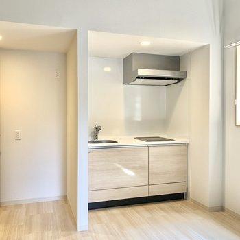 キッチン左横が冷蔵庫スペースです。