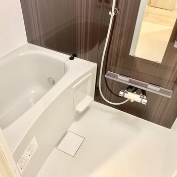 お風呂は雨の日などに便利な浴室乾燥機付き。
