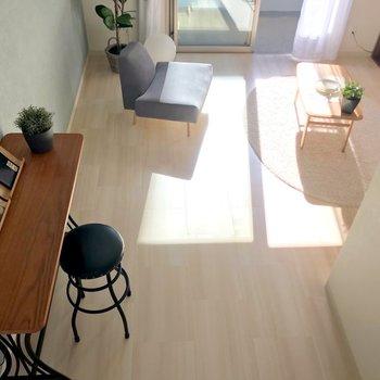 高いところから家具の配置を調整できます。(※写真の家具・小物は見本です)