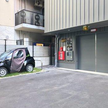 駐車場は機械式。空きもありますよ。