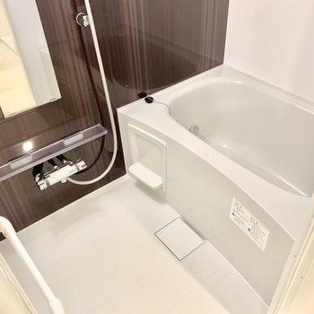 お風呂は浴室乾燥機付きです!(※写真は3階の同間取り別部屋のものです)