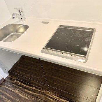 IHコンロのシステムキッチンです!流しは少し小さめです。