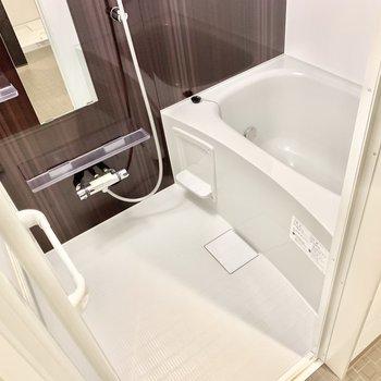 お風呂は浴室乾燥機付き。梅雨時期など助かります。