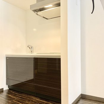 キッチンの右横に冷蔵庫スペースあります◎