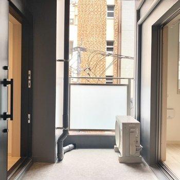 玄関入ってすぐの景色です。ここに洗濯物を干せます。(※写真は3階の同間取り別部屋のものです)