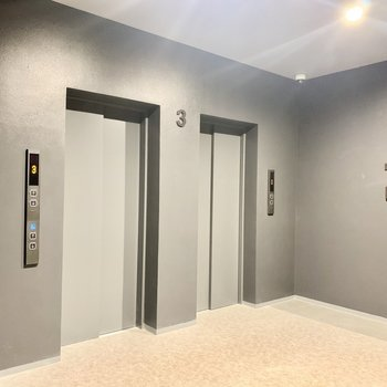 エレベーターは2つありました!