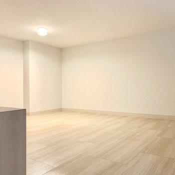 ゆったりめのロフトは、収納スペースとして使うのがおすすめ。(※写真は3階の同間取り別部屋のものです)