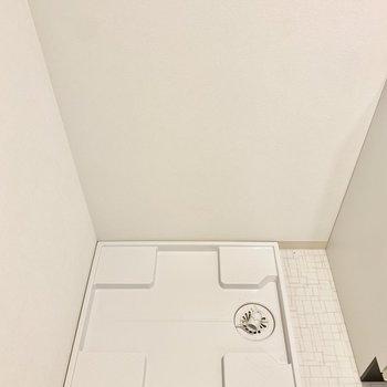 左隣に洗濯機置けますよ◎(※写真は3階の同間取り別部屋のものです)