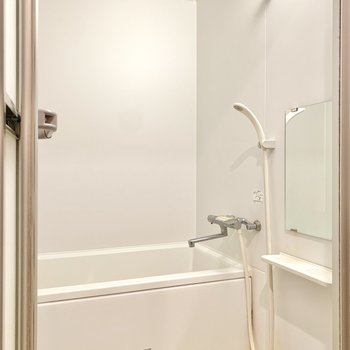 浴室はシンプルですが、洗い場にはゆとりがありました。