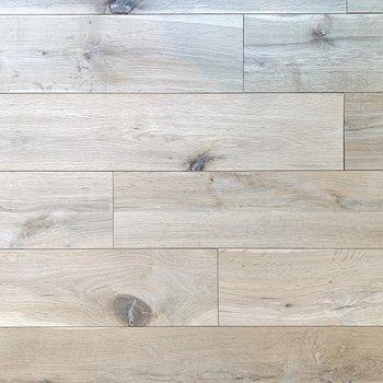 一枚ごとに表情の異なる無垢床。