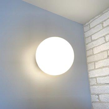 棚上のライトがまんまるで可愛い。