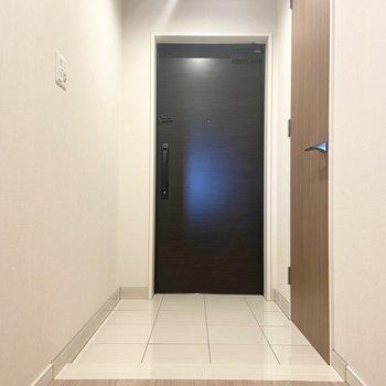 玄関も余裕のある広さですね。 ※写真は7階の同間取り別部屋のもの
