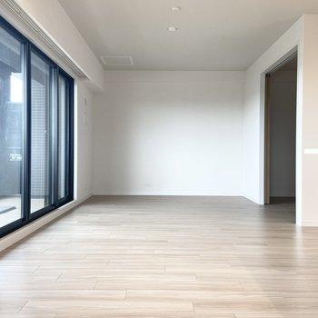 【LDK】約14帖と家具選びが楽しみな広さ。