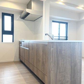 【LDK】大きなキッチン。スペースも広々!