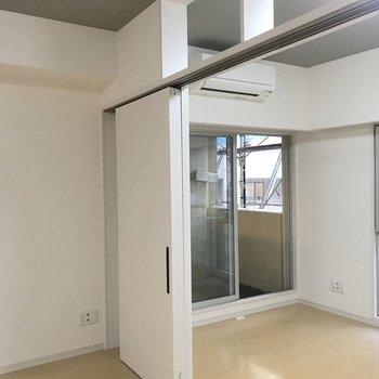 この扉で仕切ることができるんです。